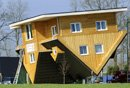 德国倒立房体验颠倒生活