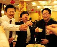 2010年度鄂商风云榜颁奖晚宴嘉宾举杯庆祝