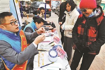 国际金价跌跌不休 北京金饰价格一月内两次下调