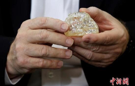 和平之钻拍卖前期 世界最穷国家又挖出超大钻石