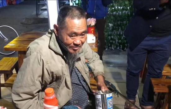 英媒:中国手机支付太普及 乞丐都用二维码