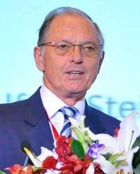 欧洲投资银行首席经济学家Alfred Steinherr