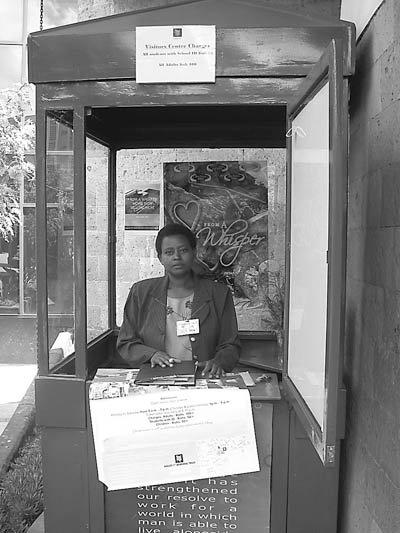 被命运戏弄的卢旺达女人