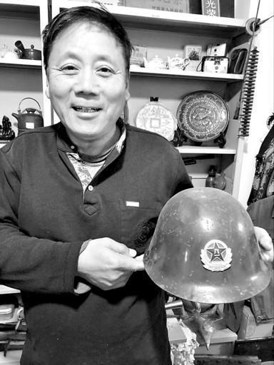 58岁退伍老兵 收藏万余红色记忆