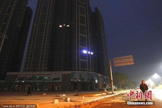 """惠州大亚湾现""""鬼城"""":2300户只2户亮灯"""
