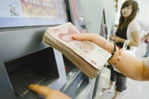 """新华时评:""""不厚道""""的银行收费何时休"""