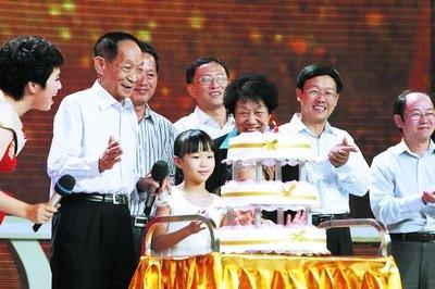 温家宝贾庆林发信祝贺袁隆平80岁生日(组图)