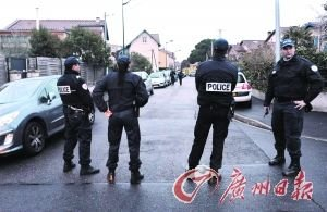 萨科齐亲自坐镇指挥300名警察包围枪击案凶手