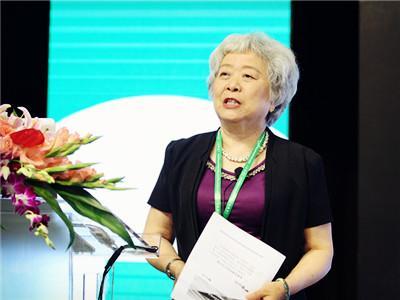 图文:全国人大常委、财经委副主任委员吴晓灵