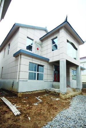 农民宅基地建4栋别墅 江苏公务员被曝违规盖房