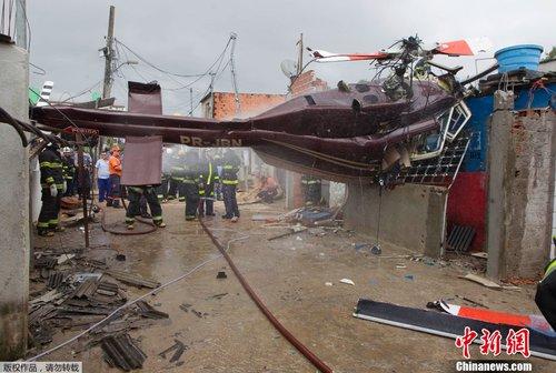 巴西圣保罗一直升机在居民区坠毁