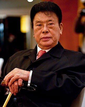 上周人物三宗最:最值得尊敬富翁PK最年轻富豪