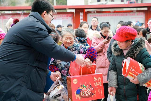 """联手打造中国第一个五福村,国潮涌动下的""""百草味,中国味"""""""
