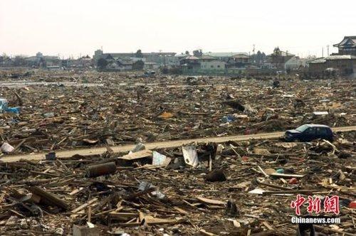 图为去年的东日本大地震后,被海啸倾袭后的灾区景象.中新社发 孙冉