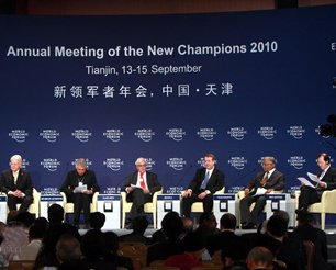 全体会议:使日益枯竭的地球持续发展论坛现场