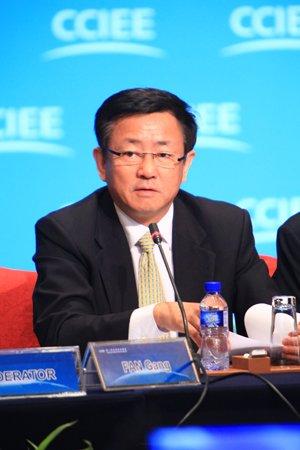 图文:中国国际经济交流中心首席研究员樊纲