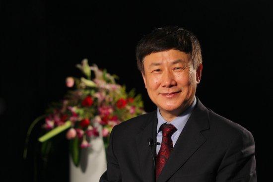 图文:发改委学术委员会秘书长张燕生