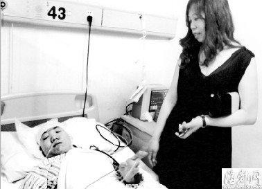 福州姑娘浑身插满碎玻璃 志愿者阿姨一直守护