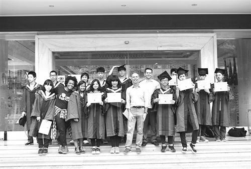 首届毕业生 被多所国际名校录取