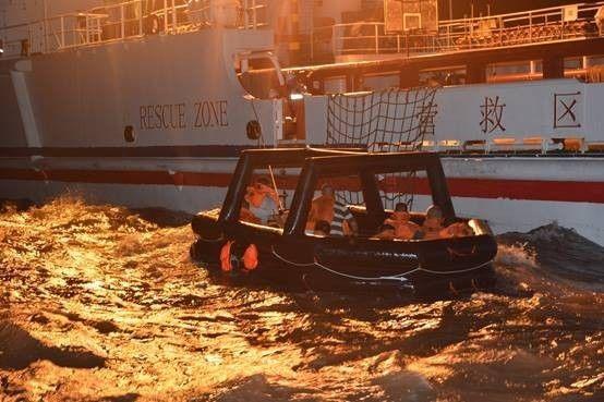 福建一货船闽江口沉没 10名船员遇险后全部获救