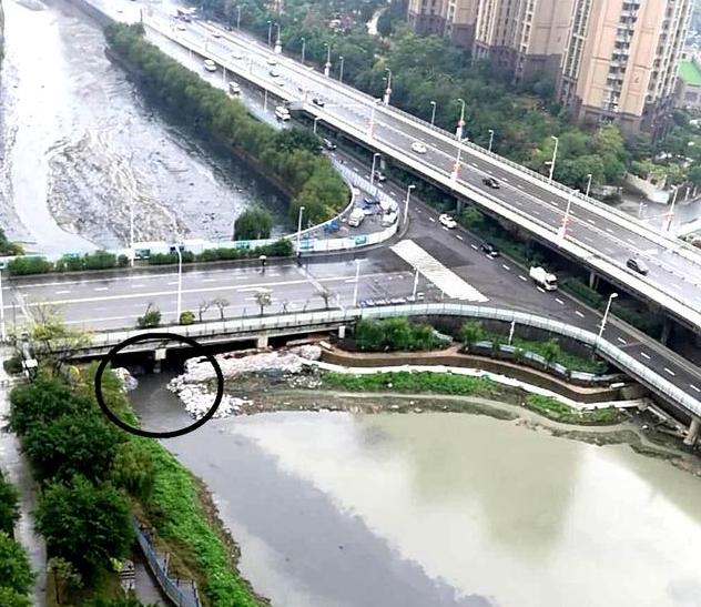 福州琴亭湖东侧10米围堰被冲垮 市民恐影响清淤
