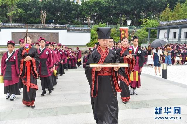 """(教育)(2)福建福州:开学第一课 体验""""入泮拜师礼"""""""