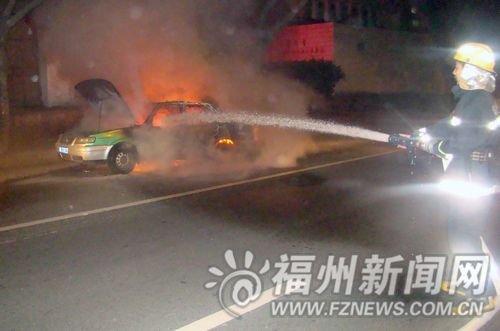 江滨大道的士突然起火燃烧 4名乘客紧急撤离