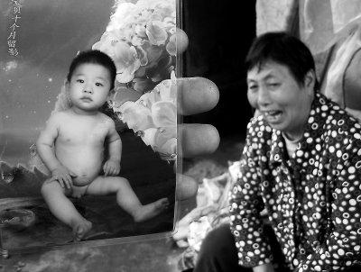失去亲人伤心-不见了,家人很难过-福州新店一2岁男童失踪 5日后在河中发现遗体