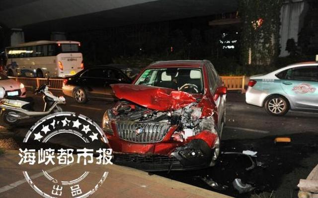福州一越野车连撞多车 涉嫌肇事逃逸司机被刑拘