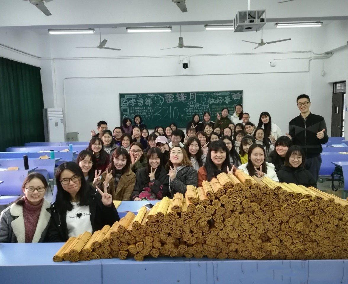 大学生作业竹简抄《孝经》 总重数百斤