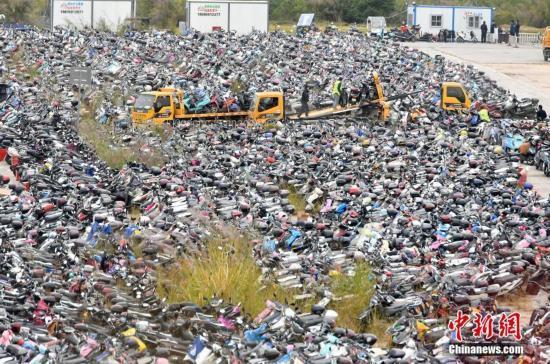 福州暂扣超标电动车2.2万辆 被扣车辆密集堆放