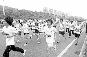 大学生备战马拉松猝死 专家:赛前别吃豆子