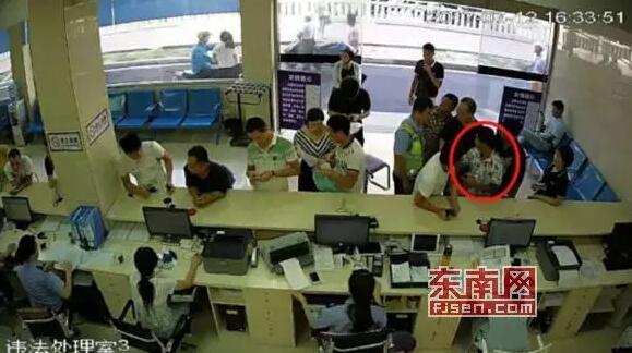 莆田男子处理交通违法 结果被认出是个在逃人员