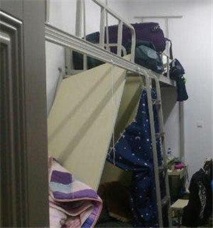 担心的还是来了!高校一寝室上铺塌了