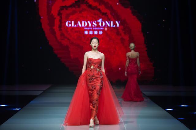 GLADYSONLY亮相第二届厦门国际时装周 浪漫婚纱秀时尚