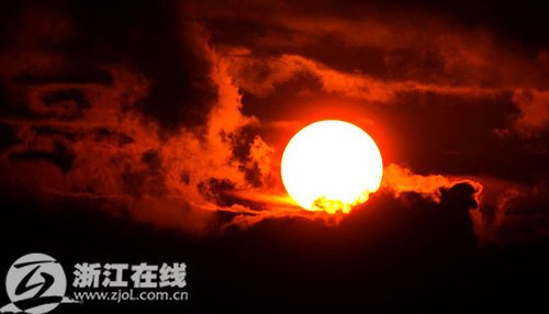 三热带风暴来袭 杭州惊现流火云(图)