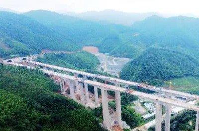 """福建高速公路""""第一高墩""""大桥合龙"""
