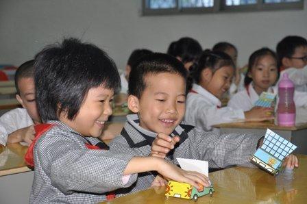 福州中宝举办2010BMW之悦儿童安全训练营小学生图片的自理图片