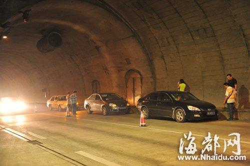 福州贵新隧道一小时5起追尾 事故涉11辆车