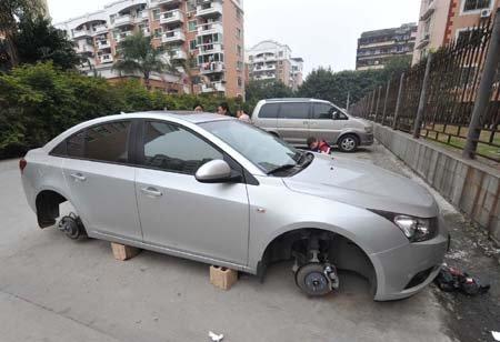 车轮胎被盗_一夜之间 福州俩小区两部轿车轮胎全被偷
