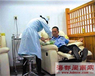 """""""熊猫血""""交警献血9年 总量超过3000毫升"""