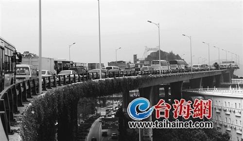 几起小事故 引发大堵车