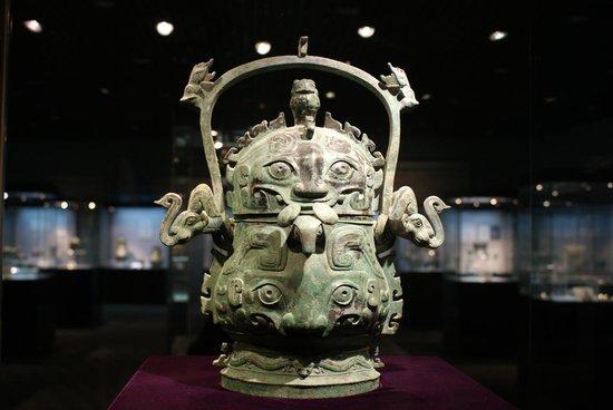 33件保利艺术博物馆青铜国宝昨日抵厦