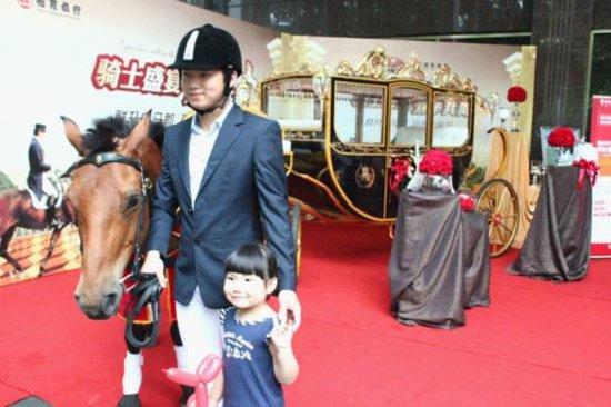 骑士盛宴 群升白马郡马术文化节盛装上演