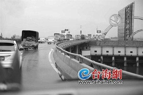 打车过海沧大桥 司机跟乘客要收过桥费?