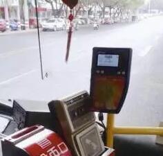 厦门一男子公交上行不轨 被小学生当场呵斥