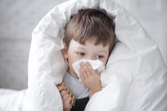 8岁男孩差点失明 祸首竟是感冒