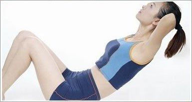 仰卧起坐能收腹 配合有氧运动事半功倍