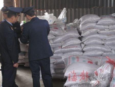 漳州工商查处无证糖厂 飘出猪屎味(组图)
