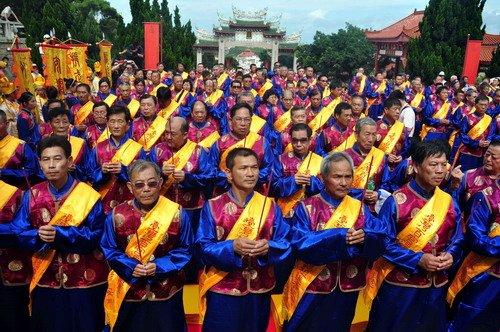 台湾百余家妈祖宫庙代表聚首福建湄洲岛谒祖